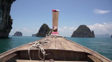 Boating on the Andaman Sea to the islands in Thailand — Stok video