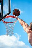 Basketball player throws a ball — Stock Photo