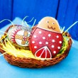 Easter festive egg and cookie in basket — Stock Photo #9932715