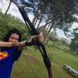 Россия. Стрельба стрелами из спортивного лука. Russia. Shooting arrows out of a bow sports. — ストック写真