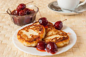 Cottage cheese fritters — Stock Photo