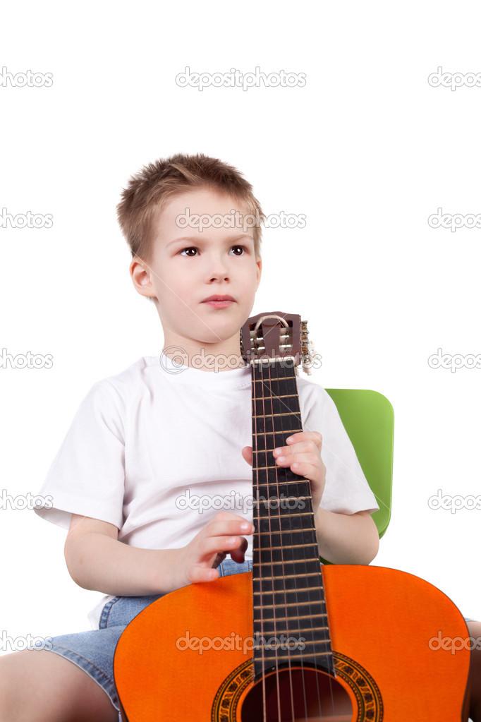 吉他可爱帅气的小男孩