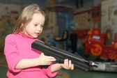 Girl playing with the big pistol — Foto Stock