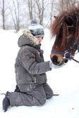 Fütterung der pferde — Stockfoto
