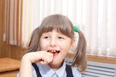 Ragazza e caramelle — Foto Stock