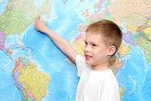 Little boy near the wall map — Stockfoto