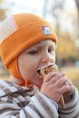 Little boy eating ice-cream — Stockfoto
