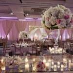 Beautifully decorated wedding ballroom — Stock Photo