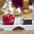 Fancy gourmet cupcake och tårtbit på ett bröllop — Stockfoto