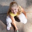 Young girl is drawing on the concrete ground — Stock Photo