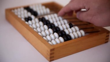 Male hand using the abacus to calculate basic algebra adding and subtracting — Stock Video