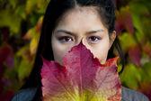 秋天的美丽亚洲女人 — 图库照片