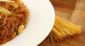 Sweet vermicelli cooked and uncooked — Stock Photo