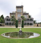Castle and gardens on Dunedin Otago peninsula — Stock Photo