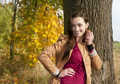 Mulher jovem e alegre — Foto Stock