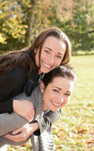 Happy sisters — Stockfoto