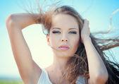Vacker kvinna porträtt — Stockfoto