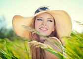 Girl in hat — Stockfoto