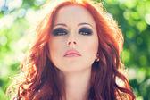 Frau mit roten haaren — Stockfoto