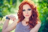 Rödhårig tjej — Stockfoto