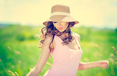 Sommaren kvinna porträtt — Stockfoto