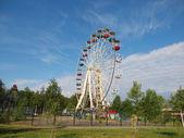 Grande roue dans le parc — Photo