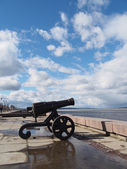Gun on quay of Onega in Petrozavodsk, Russia — Photo