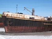 Göl kışın eski gemi — Stok fotoğraf