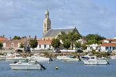 Port and church of Saint-Gilles-Croix-de-Vie de Vie in France — Stock Photo