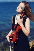 Portrait of girl with her violin — Stockfoto