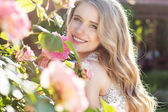 Fashion beauty girl with roses flowers — Stock Photo