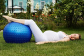 Beautiful pregnant woman relaxing in the park — Stock Photo