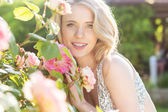 Fashion beauty girl with roses flowers — Stok fotoğraf