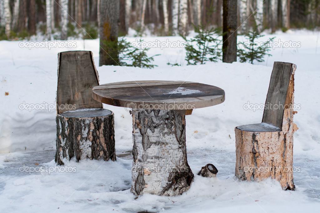 Mesa y sillas hechas de troncos de rboles foto de stock for Mesas de troncos de arboles