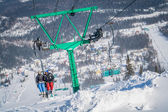 Mountain skiing view with people — Stock fotografie
