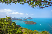 A Beach of Angthong Marine National Park. View from mountain on — 图库照片