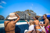 Friends boat trip on summer vacation day and take a picture — Stock Photo
