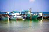 Lodě v moři na pozadí oblohy, koh phangan — Stock fotografie