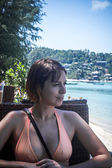 Young woman in beach cafe on Koh Phangan — Stockfoto