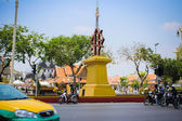 BANGKOK, THAILAND, MARCH 28, 2013 Street with taxis motorbikes and people — Stock Photo