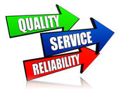 Kwaliteit, service, betrouwbaarheid in pijlen — Stockfoto