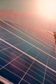 Güneş paneli güç üretim yeşil ekonomi — Stok fotoğraf