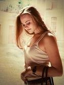 Portret przetargu kobieta młody na zewnątrz — Zdjęcie stockowe