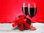 Romantic Valentine Gift with Red Wine — Stock Photo