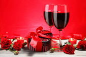 Valentine Gift Heart Shape with Wine and Roses — Stock Photo