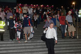 Olympic performers depart from the closing ceremony at the Olympic Stadium — Stock Photo