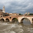Foto Stock: View to Adige river in Verona