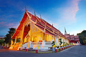 Wat Phra Singh temple at sunset in Chiang Mai, Thailand. — Stock Photo