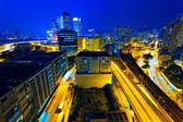 занят трафика ночь в городских финансов — Стоковое фото