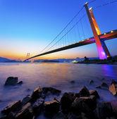 Tsing ma bridge gün batımında — Stok fotoğraf